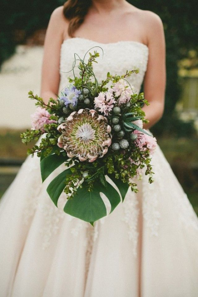 tropical wedding bouquet featuring king protea and monstera leaf - | Sami Jo Photography | #kingprotea #bouquet #monsteraleaf http://burnettsboards.com/2013/11/kuu-lei-stylized-shoot-hawaii/