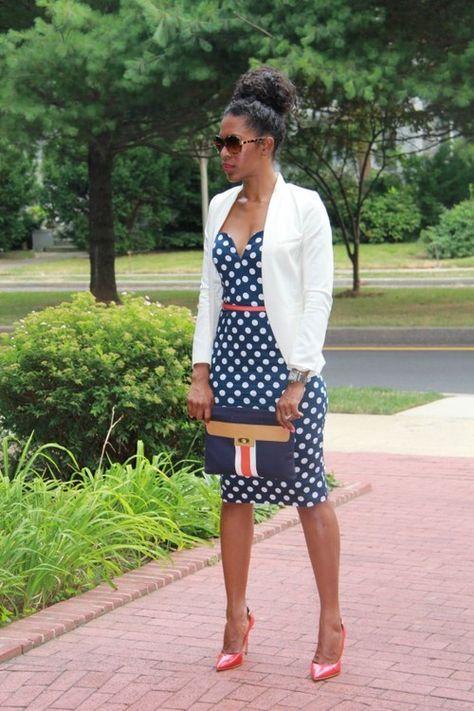 EBANX   Tendência para 2017: No Navy Style, As peças inspiradas nas roupas usadas pelos marinheiros do século 20, foram repaginadas e voltam com força total para este ano. Agora, as tendências são os botões mais evidentes, listras azul e branco e calças pantalonas!