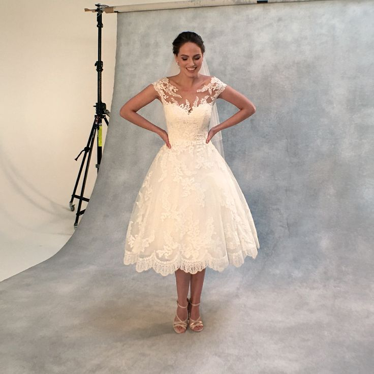 The beautiful 'Everly' by Anna Sorrano 💕 A contemporary twist on a classic short wedding dres💕 http://bit.ly/ASEverly