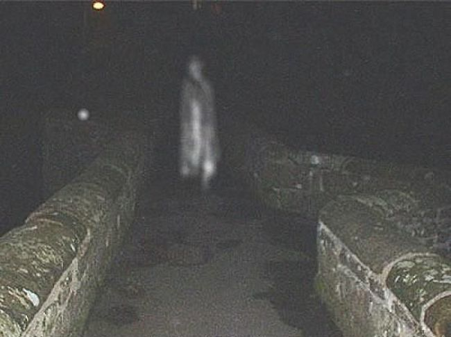 22 Terrifying And Creepy Photos Of Real Ghosts That Will Make Your ...