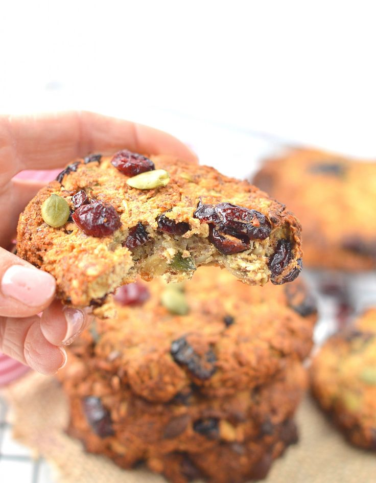 Clean breakfast cookies made with wholegrain oats, coconut , cranberries and seeds. An healthy grab and go breakfast to kick start morning energy.