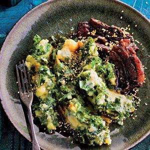 Oosterse boerenkoolstamp, aardappel, groene curry (zelf maken), boerenkool, hoisinsaus (zelf maken), kokosmelk, bosui. Vego of met runderlapjes.