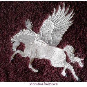 """Pégase est l'une des créatures fantastiques les plus célèbre de la mythologie grecque...Vous souhaitez lui offrir un cadeauunique, original et très utile. Je vous propose ce drap de douche brodé d'un très beau motif """"Pégase"""" et de son prénom."""