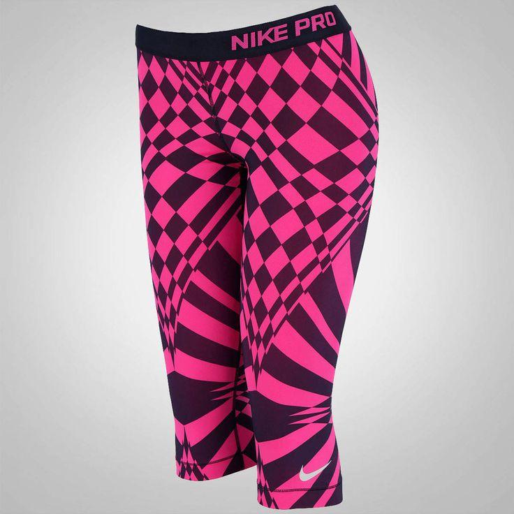 A Calça Corsário Estampada Nike Pro Eng Warp Check tem detalhes refletivos e tecnologias para as mulheres sentirem seu corpo mais fresco durante treinos, veja!