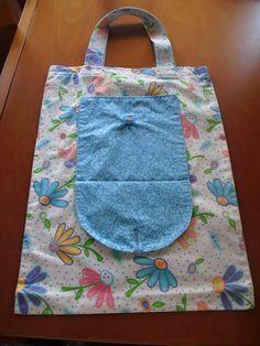 bossa que es plega (tutorial molt detallat), a http://retazos-dori.blogspot.com.es/p/tutorial-bolsa-ecologica_28.html del Blog de Dori