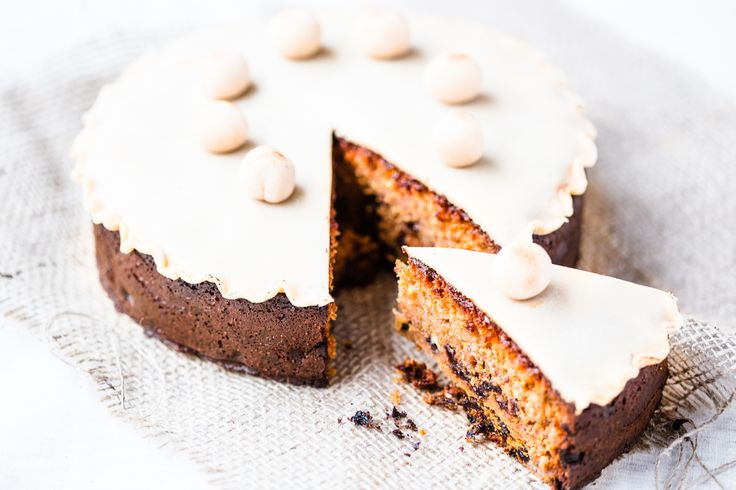 Traditional Thermomix Easter cake. Prefect recipe to create a simple but beautiful fruit cake that stores really well.
