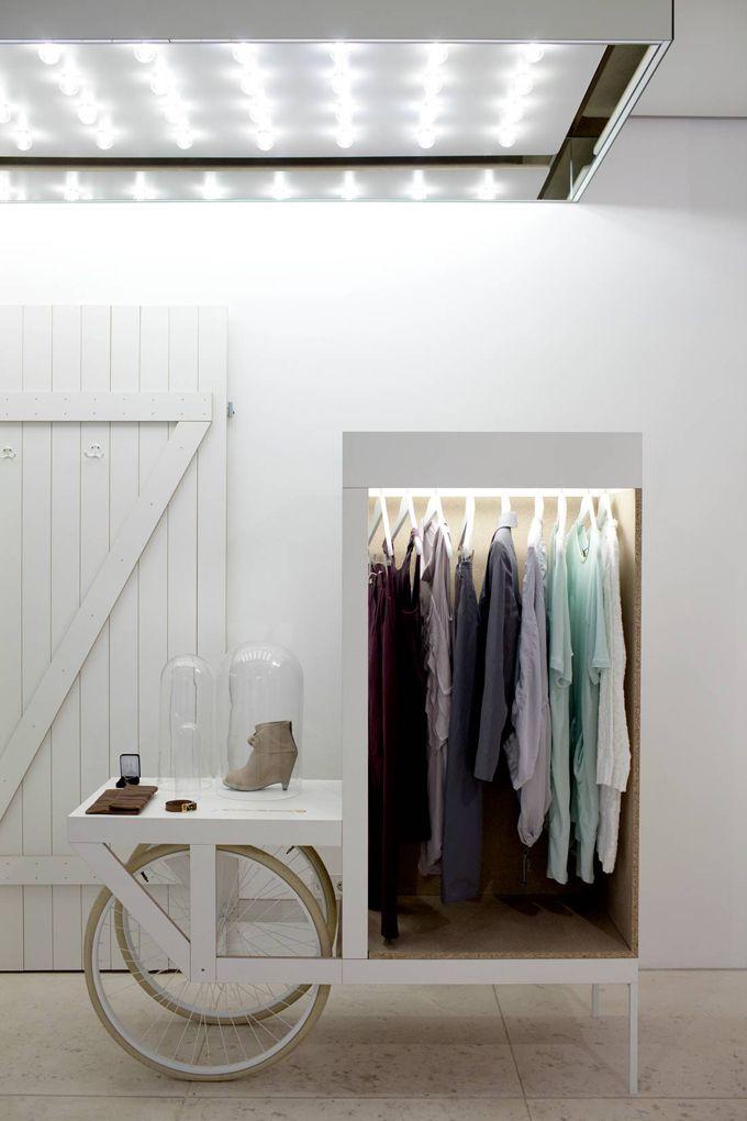 Ber ideen zu ausstellungstische auf pinterest for Raumgestaltung einzelhandel