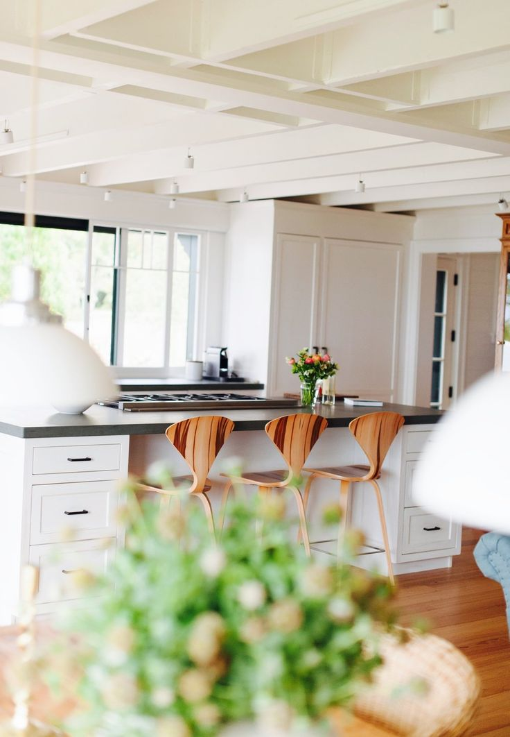 White kitchen with wooden bar stools | Hannah Childs Interiors