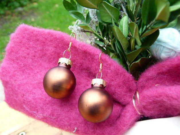 Deko und Accessoires für Weihnachten: braune bronzene Weihnachtskugel Ohrringe Glas 2,5c made by TinkyStar via DaWanda.com