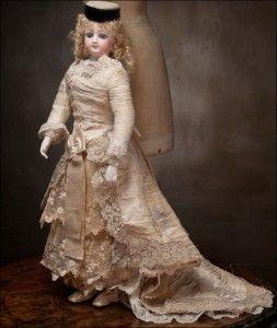Posts by shopadminkalina | KALINA SHOP   Вся семья Пьеротти была кукольными мастерами. Четыре семейных поколения занимались изготовлением кукол. Они знали множество тонкостей воскового литья, и были новаторами в своем деле.Они создали реалистический стиль образа куклы. Кукла соответствовала полу мужскому или женскому, возрасту, и общественному положению. Образцами служили реальные люди.