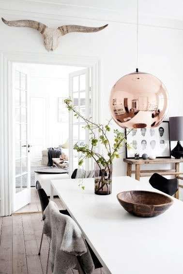 Slechts één koperen lamp geeft je interieur al een flinke boost | Bekijk tips op http://www.jouwwoonidee.nl/koperen-accessoires/