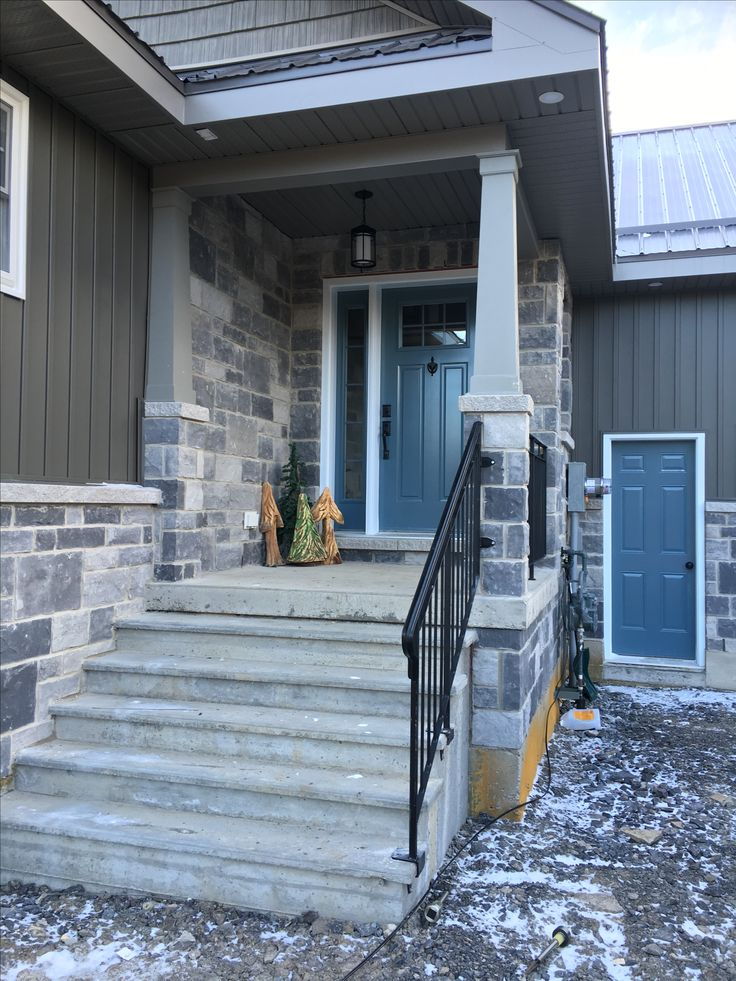 Siding, stone, and door colours.