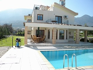 Cyprus Lapta This is the one 10persons - 800e - 1000e /per week - 400m to the beach