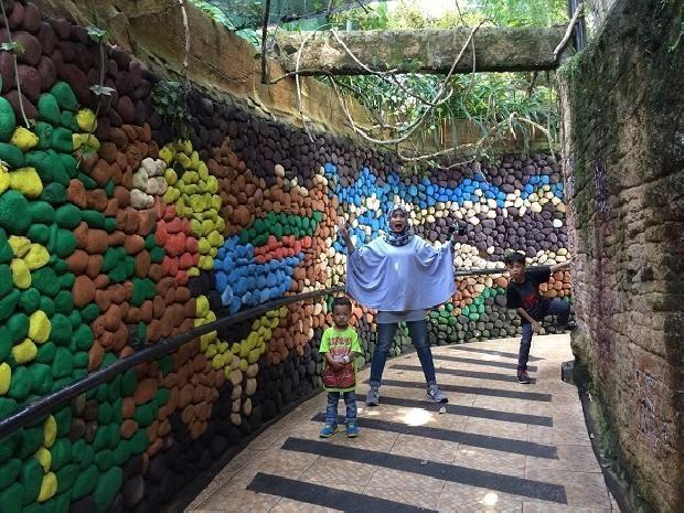 Tujuan utama kami ke Batu, Malang adalah mengajak anak-anak ke Museum Angkut dan Jatim Park 2. Sebenarnya ada banyak tempat wisata di Batu, tetapi karena keterbatasan waktu, kami memilih untuk beberapa saja.