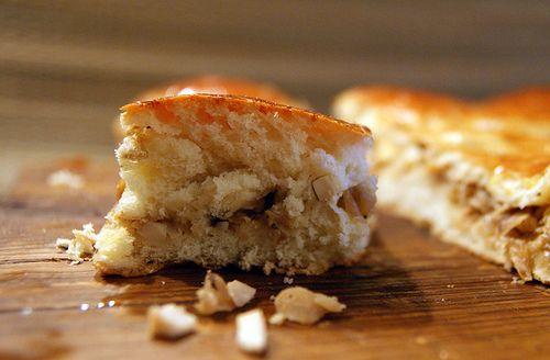 Это один из лучших рецептов теста и начинки для капустного пирога, который мне когда-либо встречался. Он получается пышным, слоистым, мягким, румяным и ароматным. По сравнения с другими, в это тесто кладётся большое количество сахара и масла, что придаёт ему неповторимый сдобный вкус. По этому…