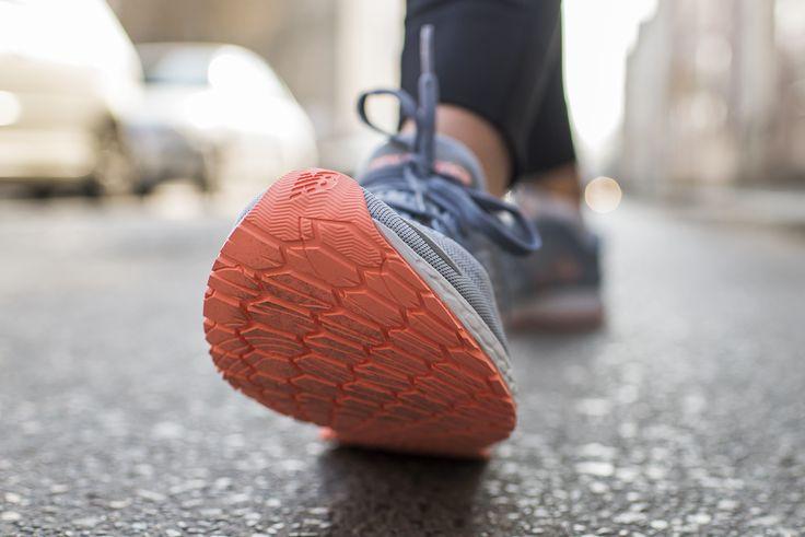 #NewBalance #Fresh #Foam #Zante V3 to but przeznaczony do biegania po utwardzonych nawierzchniach ze stopą neutralną. But cechuje się stabilnością oraz dużą czułością śródstopia. Dzięki technologii Fresh Foam, która jednocześnie zapewnia amortyzację i dynamikę, but polecany jest również na dłuższe wybiegania