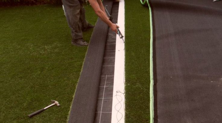 You are now at the final stage of laying your artificial grass lawn. This step-by-step guide will show you how to fit your artificial grass lawn