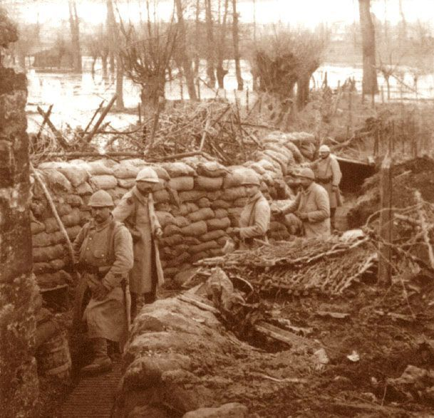 French soldiers near the pond of Vaux, Verdun, 1916.