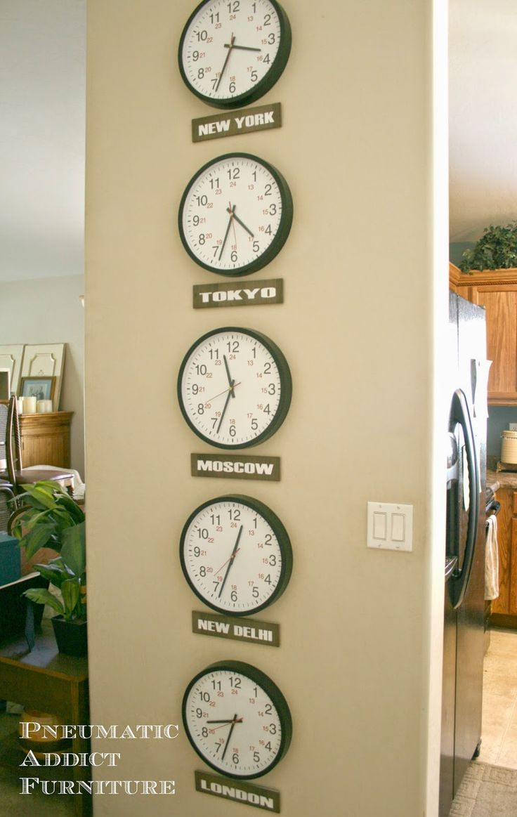 Pneumatic Addict Furniture: What Time Is It In Moscow?: Time Zone Clock Art
