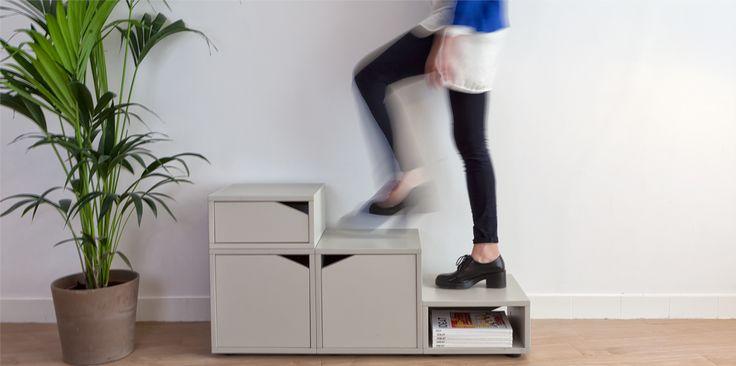 Petit cube de rangement de la série de meubles Cubeo.  Plusieurs couleurs et tailles disponibles.  Associer à d'autres modèles cubéo, il devient un escabeau, une bibliothèque, un organisateur, un escalier...A vous de l'imaginer. Rendez vous sur :  www.bedup.fr