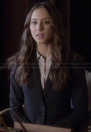 Spencer's striped shirt and navy blazer on Pretty Little Liars.  Outfit Details: http://wornontv.net/46050/ #PLL