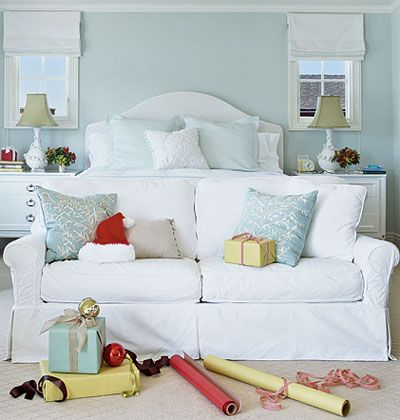 Coastal Bedroom; Like The Little Couch At End Of The Bed... Nice