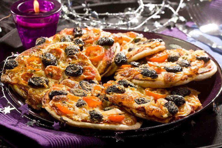 Minipizze  #smacznastrona #przepisytesco #minipizze #pizza #dodatki #pomidory #oliwki #mniam