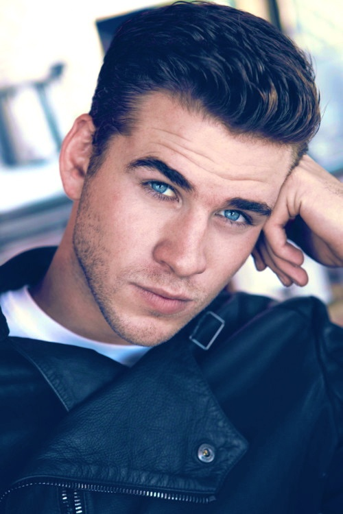 Liam Hemsworth. Oh my blue eyes. Little brother Hemsworth is just as hot as his big brother Chris. Very nice
