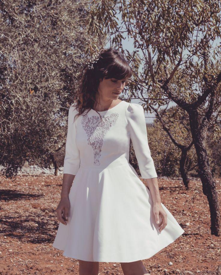 Robe Hanna. Robe de mariée courte. Collection civile 207 Elodie Michaud. Photo Alice Lzemarin. Mannequin Pauline Tremblay.