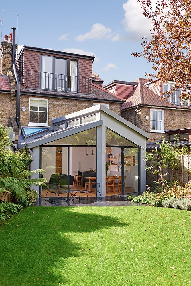 I like the unusual design of this extension. It has architectural purpose. It's not bog standard design as I extension with patio doors and helix in roof. How practical this would be in a south facing garden with the Volume of glass exposed to direct sunlight is a different story and may not work in our garden space