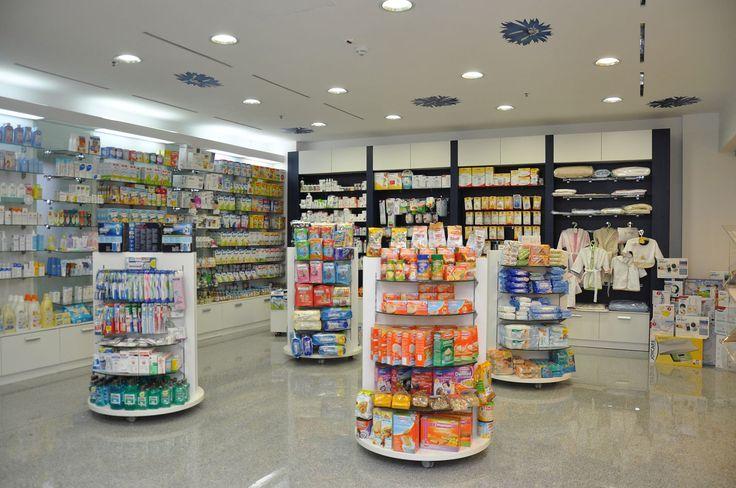 Amenajare farmacia Saramed - zona de expunere. Corpuri de expunere, vitrine, gondole mobile http://www.sertarefarmacii.ro/proiecte/16-farmacia-ameris-pharma-bucuresti