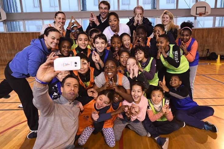 Paris' bid to host the 2024 Olympic and Paralympic Games has launched what it calls an innovative new program to engage, educate and inspire French youth and those around the world. The prog…