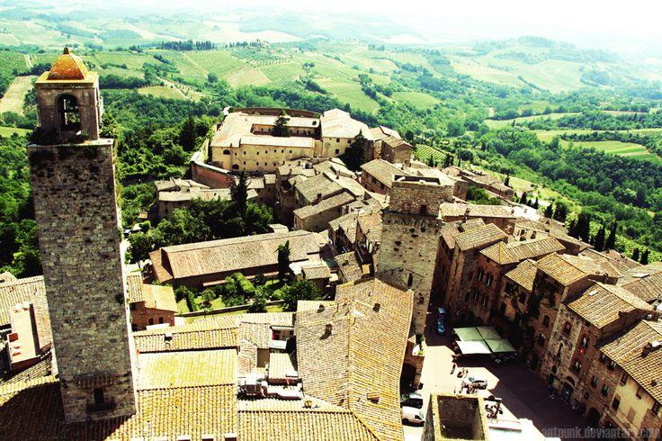 I 25 borghi più affascinanti San Gimignano – Piccolo paese di origine medievale in Toscana, tra Siena e Firenze. Situato su una collina, offre molto da vedere. La città è antichissima (X secolo), avvolta da muraglie medievali. All'interno tanta vita e negozi di artigianato. (Foto di Andrea Otelli)dItalia da vedere almeno una volta nella vita (FOTO)