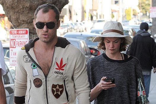 Джуд Лоу с новой возлюбленной Рут Уилсон на прогулке по Лос-Анджелесу