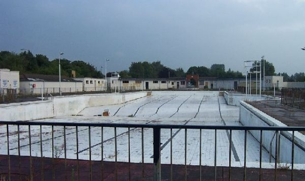 Uxbridge Lido open-air swimming pool was mothballed in 2002 and has been abandoned ever since.  This is a 1935 Grade ll listed ArtDeco attraction.  The London Borough of Hillingdon has announced ambitious refurbishment plans.    Photo: urbanghostsmedia.com