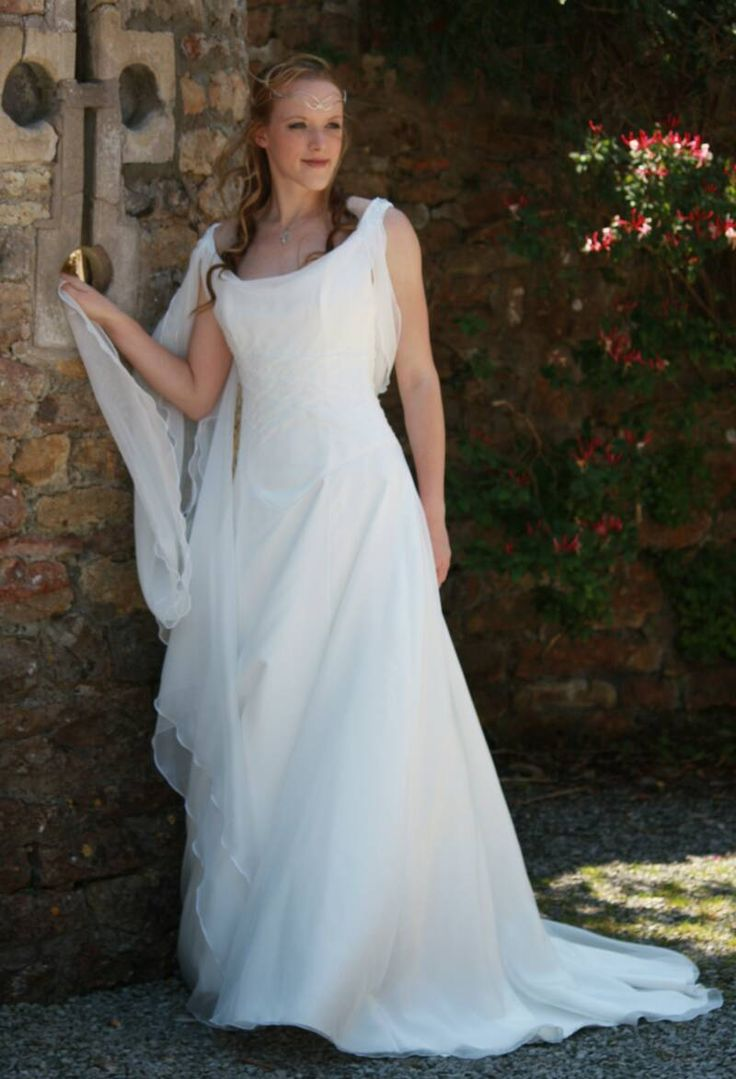 33 best Gowns Medieval Inspired images on Pinterest | Costumes ...