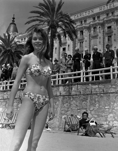Brigitte Bardot in bikini in 1953 - at that time it was not done ....