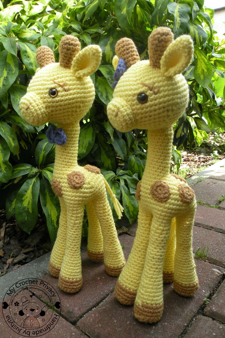 Goldie and Gilbert the Giraffes - and other assorted animal amigurumi (will have to see if I can translate the page...)