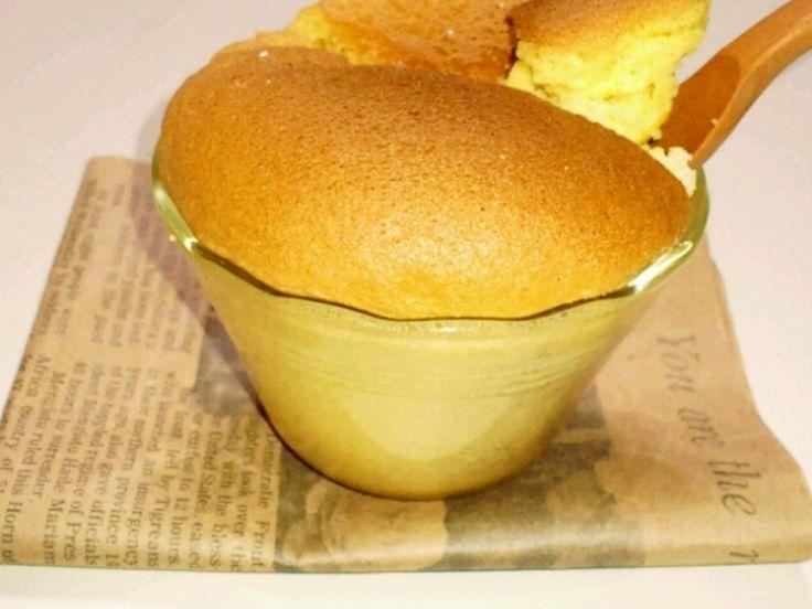 材料は、卵、小麦粉、砂糖だけ!! 簡単でおいしいカステラです♡ 朝ごはんに焼き立て、また、お友達にあげても喜ばれること 間違いなし(^^)♪ 是非作ってみてください。