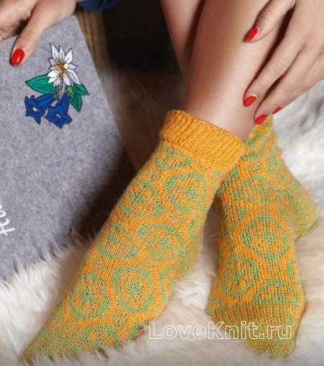 Спицами шерстяные цветные носочки фото к описанию