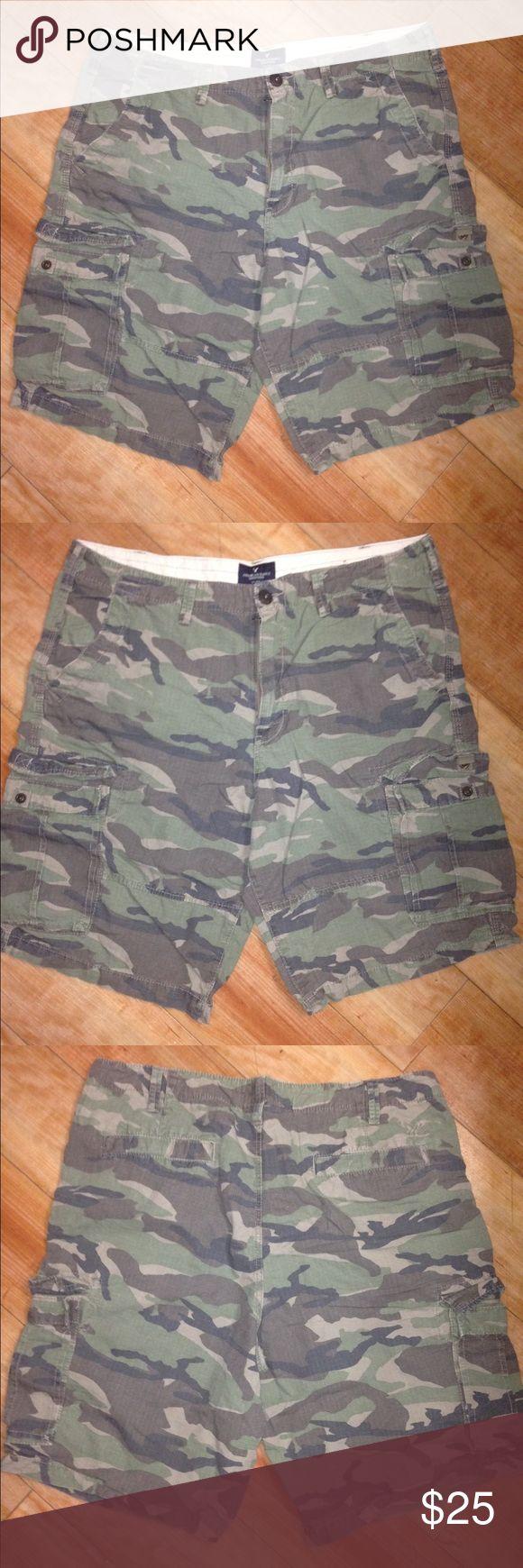 American eagle men's camo shorts longboard Camouflage. Longboard. Size 38. 100% cotton. American Eagle Outfitters Shorts