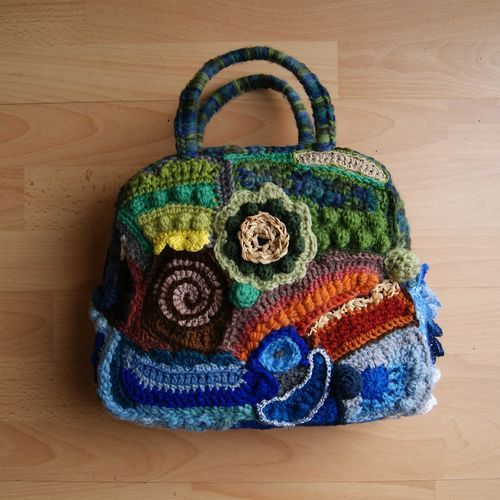 The inspiration was the 'sea', 'shoreline' and 'land'... interpreted with blue/grey, then brown/beige and mixed green yarns in three bands across the bag.