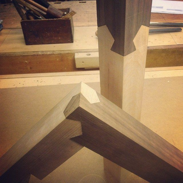You can join the pieces from 3 different planes. Kawai Tsugite joint.