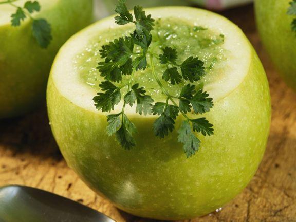 Kalte Apfelsuppe mit Kerbel ist ein Rezept mit frischen Zutaten aus der Kategorie Kernobst. Probieren Sie dieses und weitere Rezepte von EAT SMARTER!