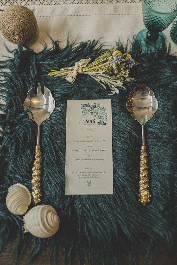 #minutas para #menúsdeboda así de exclusivas. La primera colección de #papeleríadebodas de Loveratory sabe a mar, al rumor de las olas dentro de una caracola, a los rayos de sol al atardecer sobre el Mediterráneo. Refrescante, serena y elegante, así es 'A mar sabe el amor' #invitacionesdeboda #meserosdeboda #brandingdeboda #weddingstationery #bodas2016 #greenwedding #ecowedding #seawedding #bridaltrends #weddingtrends #paperslovers #diseño #weddingdesing #tableseating #zarahome #tabledeco…