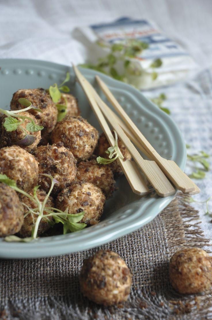 Paleo-friendly Feta and biltong snacks