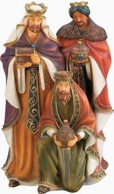 Baldassarre, il re magio NERO portava l' incenso. Gaspare portava l' oro, e Melchiorre la Mirra!!Si dice che dei tre uno fosse arabo (melchiorre),uno bianco(Gaspare) e uno nero (Baldassarre)!!!!Secondo la tradizione portarono in dono, Oro (riservato ai re), Incenso (usato nell'Adorazione di Dio) e Mirra (pianta medicinale da cui si estrae una resina, che mescolata con oli si realizzavano dei preziosi unguenti).