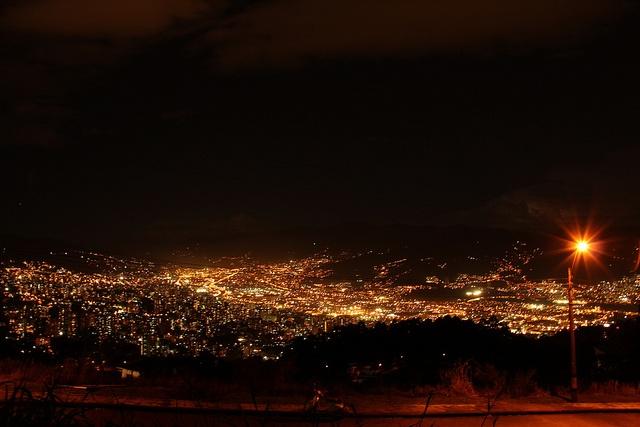 Medellín, my beautiful city! by Alejo, en Vespa, via Flickr