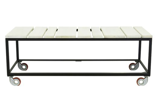 Mesa de centro MULTITASK. Hemos concebido esta particular mesa volviendo a lo simple y a lo funcional. Disfruta escogiendo entre nuestros mas de 20 colores electroestáticos y 4 terminados de madera sólida. Estructura en acero con pintura electroestática. Listones en madera sólida.