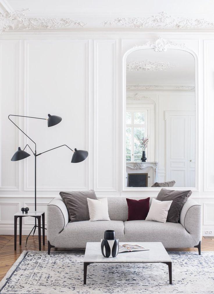 Canapé design et contemporain créé par le designer français Emmanuel Gallina. Fabrication avec des matériaux de premier choix dont le cuir ou avec les meilleurs tissus.